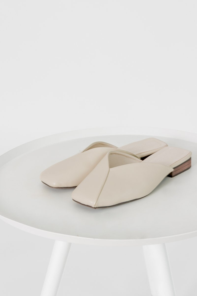 AMRE SLIP ON SANDALS (CREAM)