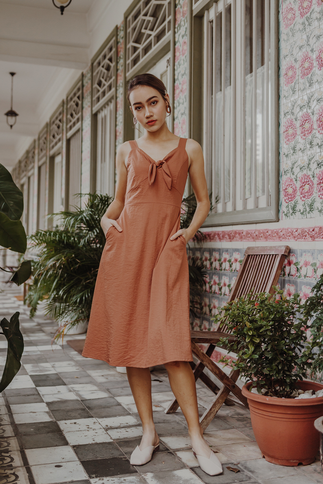 KNOTTED SPAG MIDI DRESS (CAMEL)