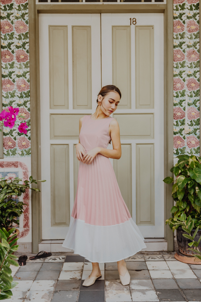 COLOURBLOCK PLEATED MAXI DRESS (PINK/WHITE)