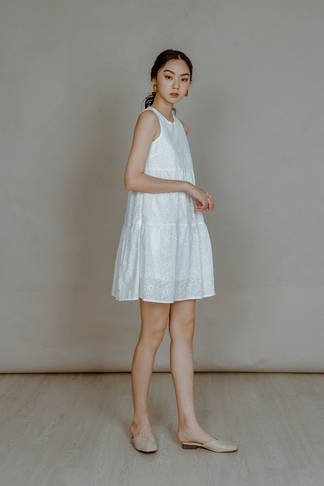 EYELET TIERED DRESS (WHITE)