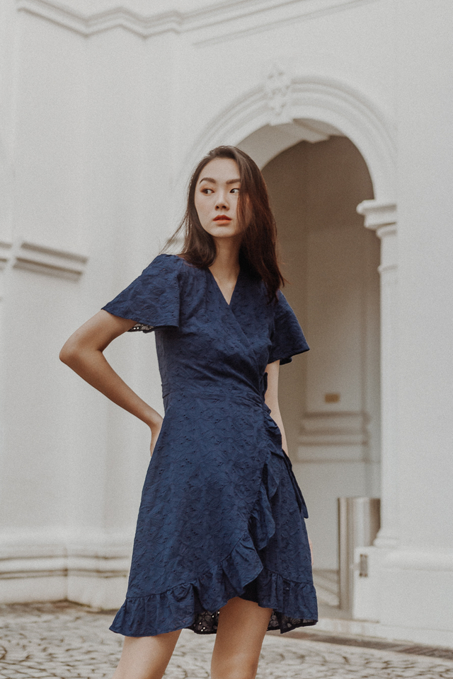 EYELET WRAP RUFFLE DRESS (NAVY)