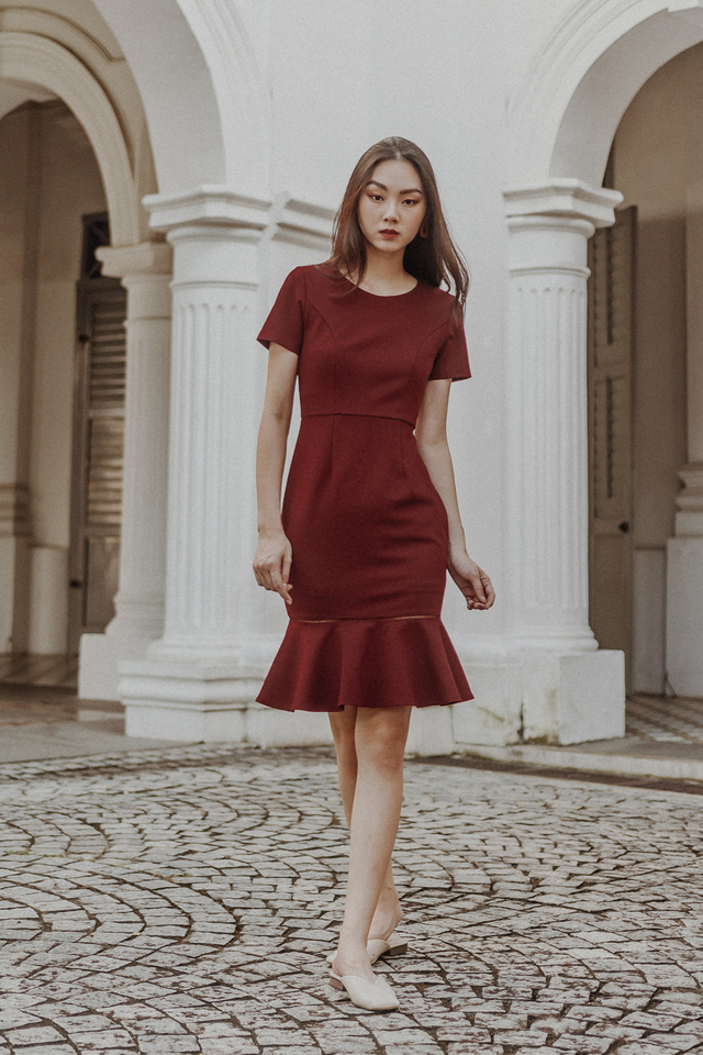 MERMAID RUFFLE DRESS (WINE RED)