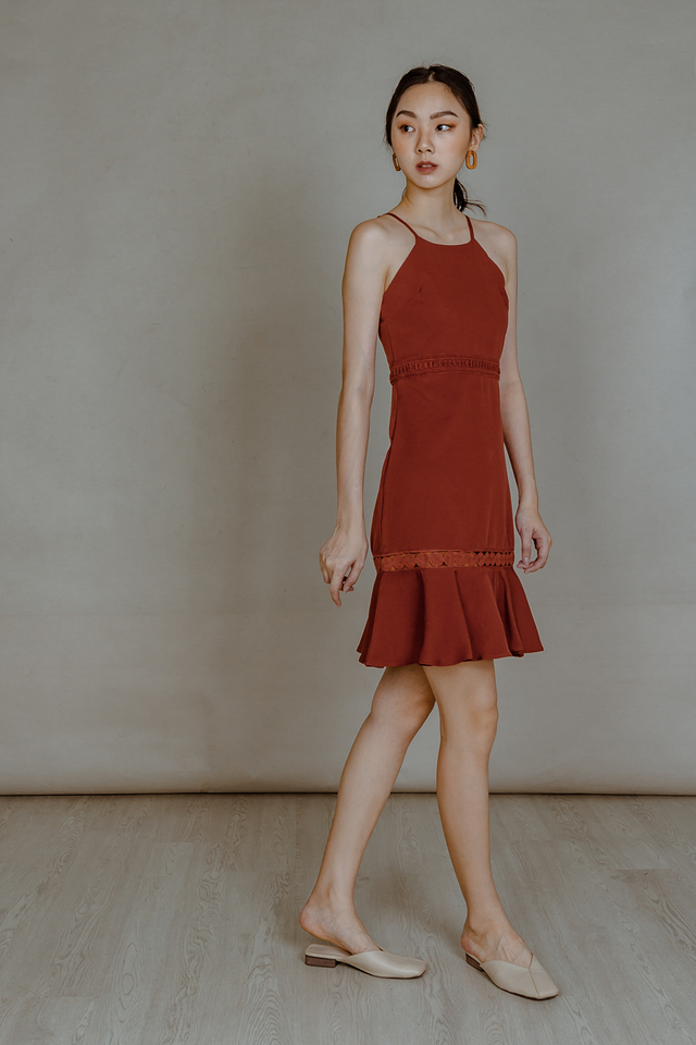 CROTCHET PANEL RUFFLE DRESS (RUST)