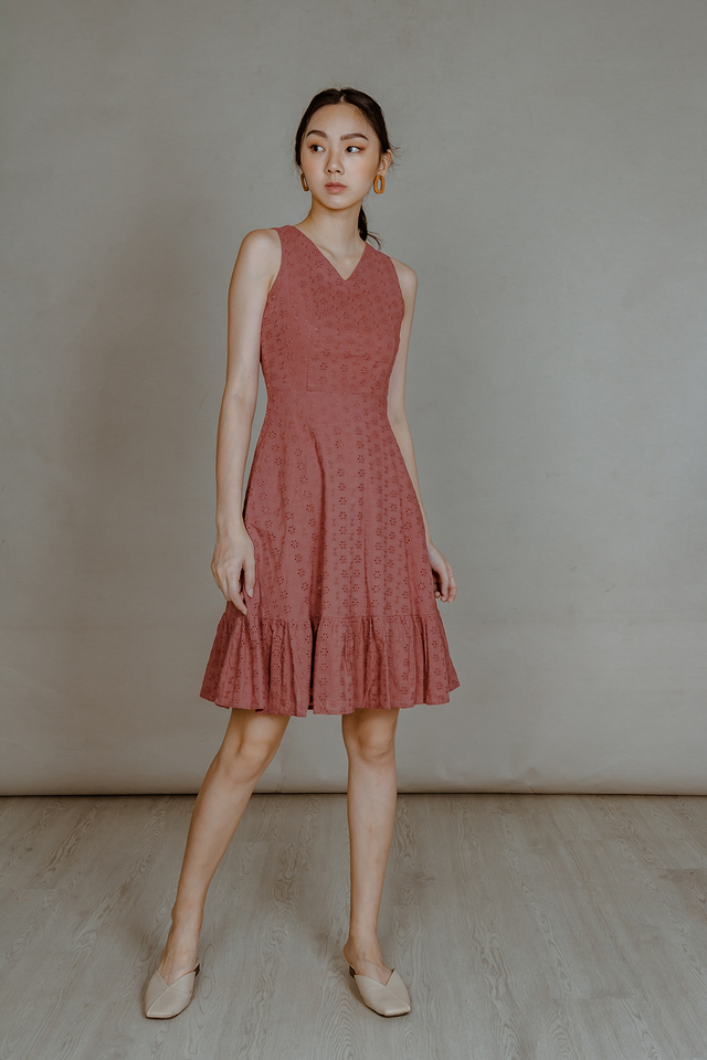 EYELET RUFFLE HEM MIDI DRESS (TEA ROSE)