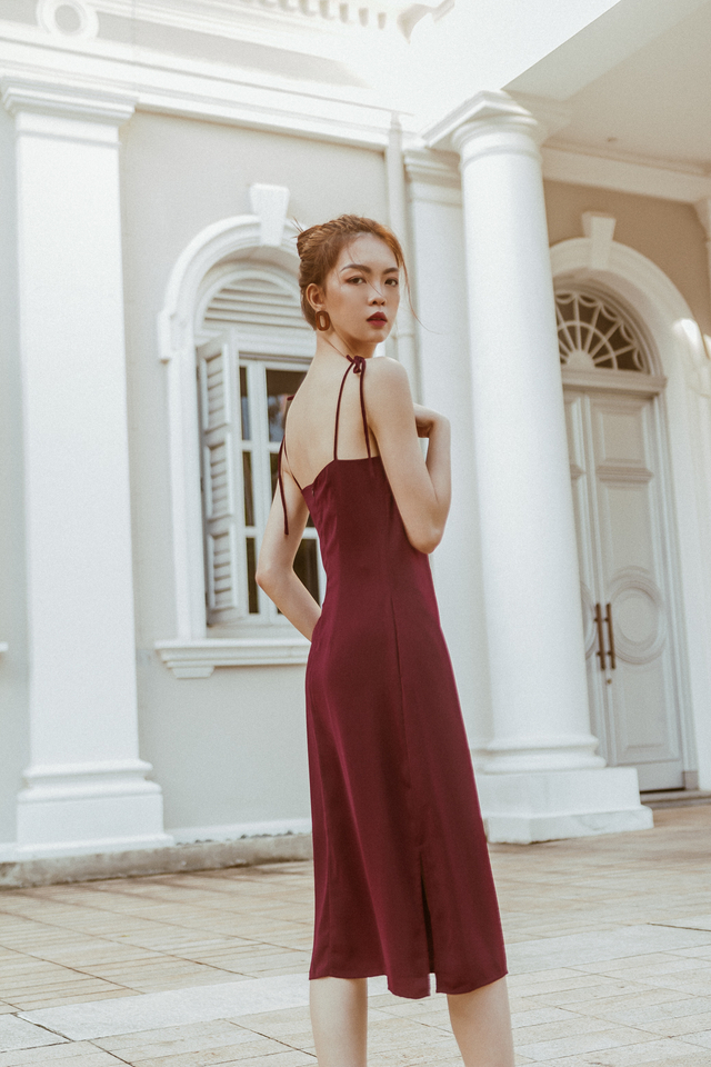 KNOTTED RIBBON SLIP ON MIDI DRESS (PLUM)