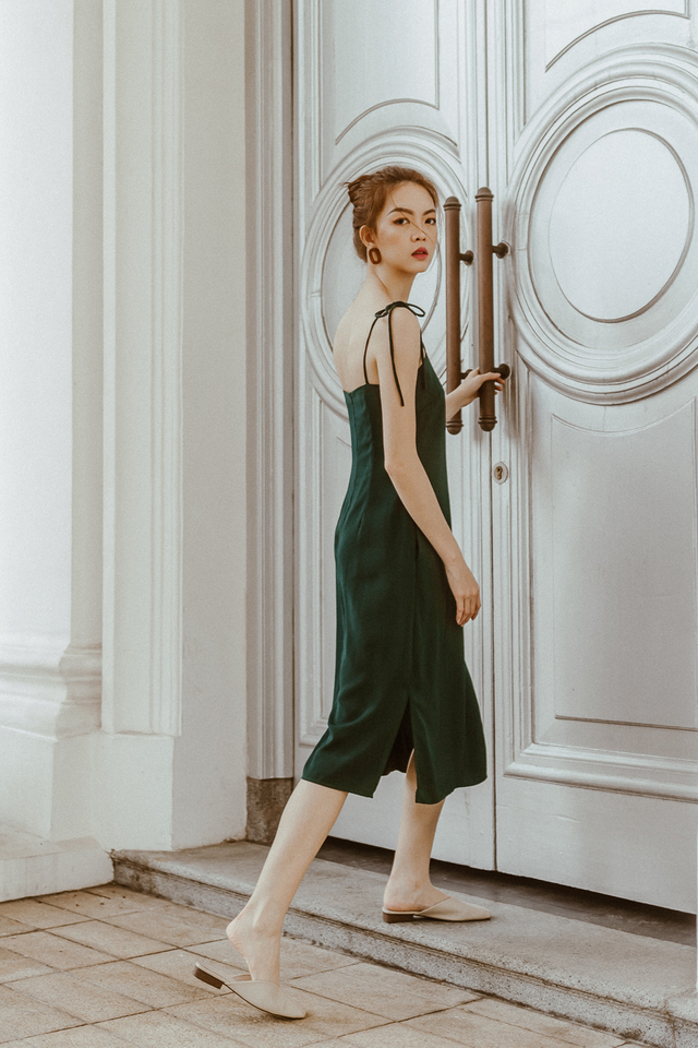 KNOTTED RIBBON SLIP ON MIDI DRESS (FOREST GREEN)