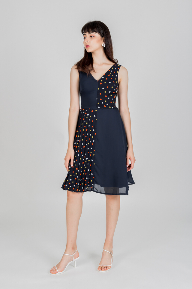 WELLINGTON POLKADOT PLEAT DRESS (NAVY)