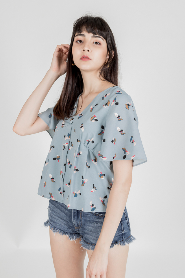 GRACIE FLUTTER SLEEVE BUTTON TOP (BLUE)