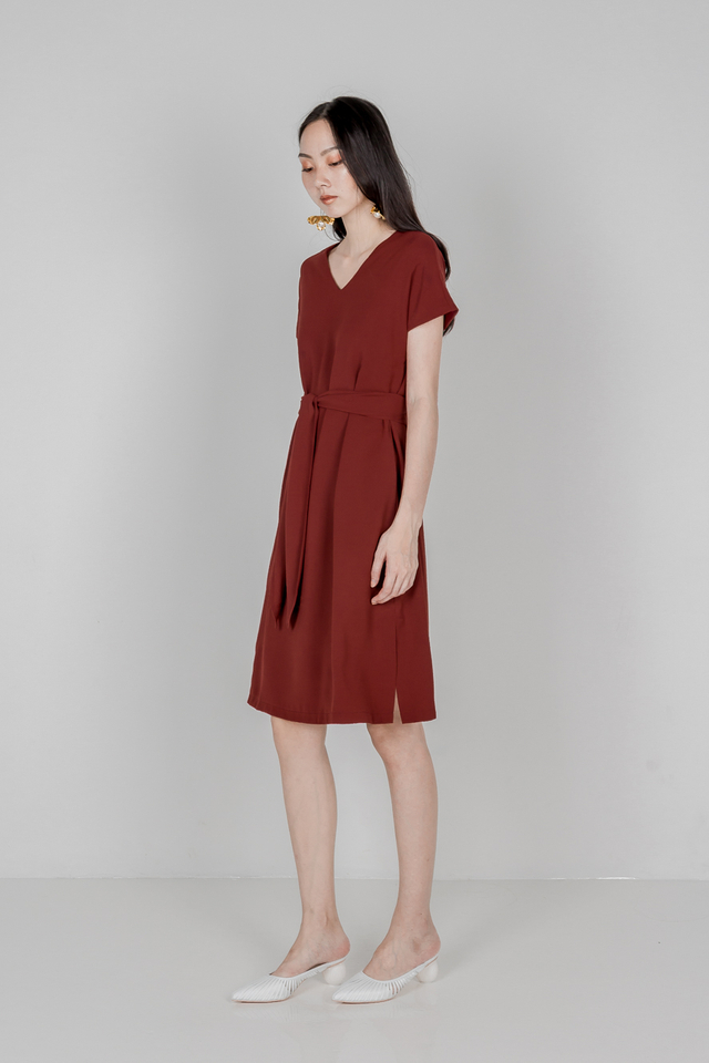 LOIDERY TIE WAIST DRESS (WINE RED)