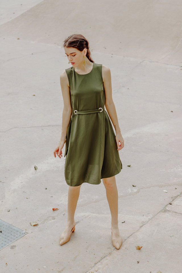 BUCKLE SASH DRESS (OLIVE GREEN)