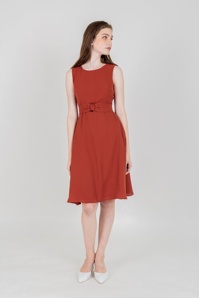 SERA RING BUCKLE MIDI DRESS (RUST)