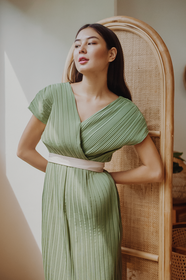 VALENTIA WRAP PLEATED MIDI DRESS (PISTACHIO)